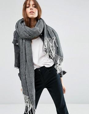ASOS – Écharpe oversize avec franges et motifs chevrons géométriques